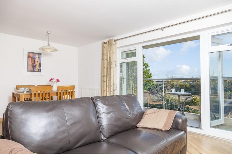 13 Red Rock located in Dawlish, Devon - Image 1 - Dawlish - rentals