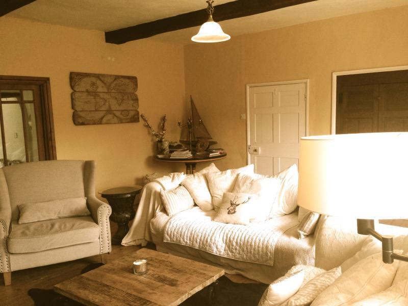 Living Room - Beautiful 1700 Farm House near Much Wenlock - Much Wenlock - rentals