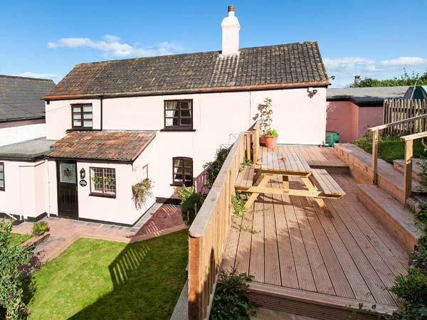 ROSE COTTAGE, pet-friendly, sea views, 1 min walk to beach, link-detached cottage in Blue Anchor, Ref. 924216 - Image 1 - Old Cleeve - rentals