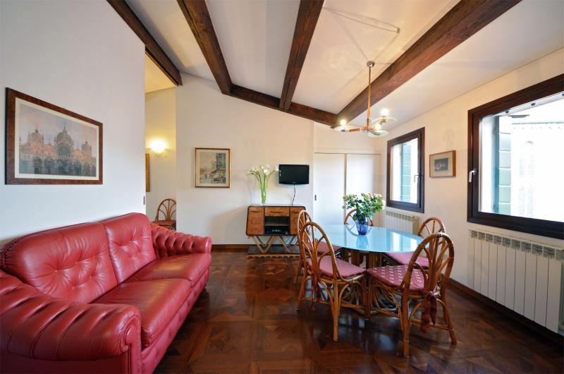 bright and airy living room with panoramic view on Campo dei Frari - Frari - Venice - rentals