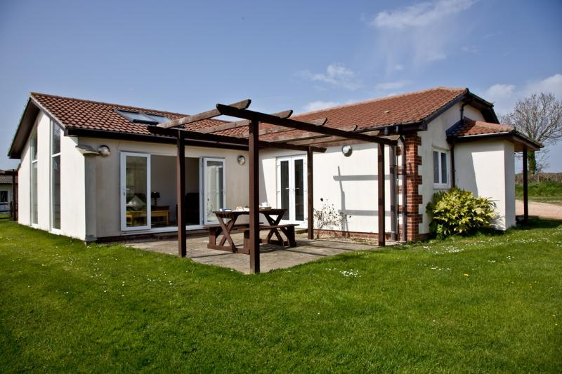 Iris, Stoneleigh Village located in Sidmouth, Devon - Image 1 - Sidmouth - rentals