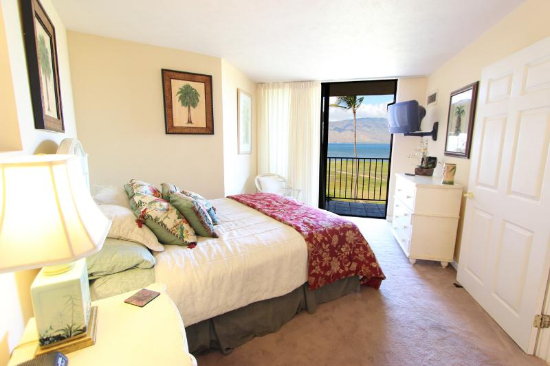 Bedroom - Oceanfront; Clean; Perfect Kihei Vacation Condo! - Kihei - rentals