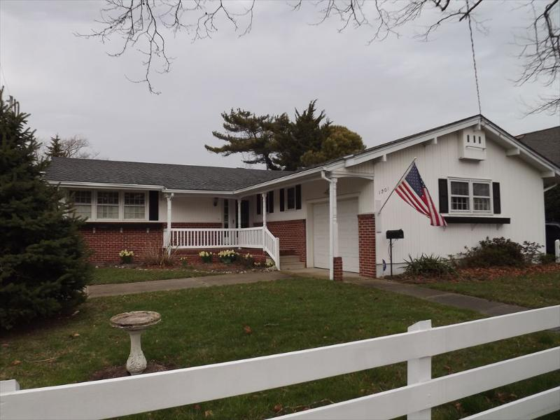 Short Walk to Beach and Town 126122 - Image 1 - Cape May - rentals