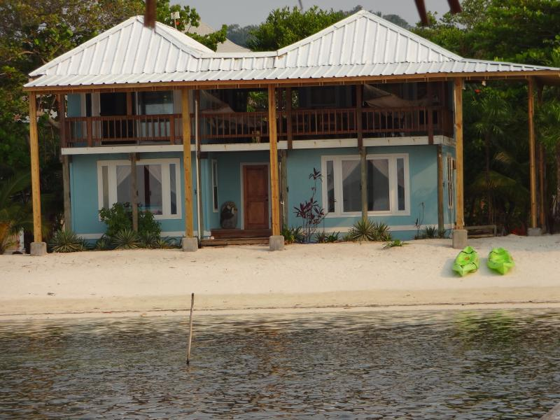 Toucan Blue - Toucan Blue with the beach at your doorstep - Roatan - rentals