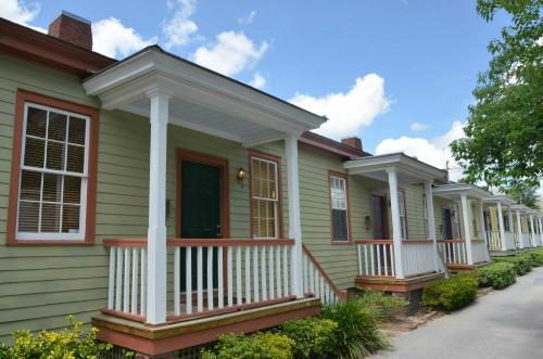 Whitcomb Cottage of Savannah SVR 00261 - Image 1 - Savannah - rentals
