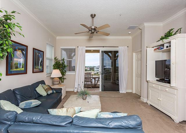 Our beautiful, sunny condo has elegant designer furnishings - Cinnamon Beach 1041, corner unit, 4th Floor, 2 heated pools, wifi, spa - Palm Coast - rentals
