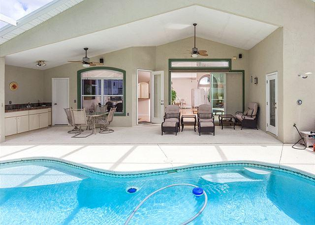 You'll love the lanai, plenty of seting for everyone! - Roxland Paradise House with Private Pool and HDTV - Palm Coast - rentals