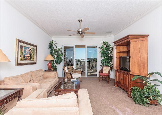 Our bright, sunny and beautiful living - Cinnamon Beach 1142, 3 King Beds, Lake Views, Wifi, Elevator, 2 heated pools - Palm Coast - rentals