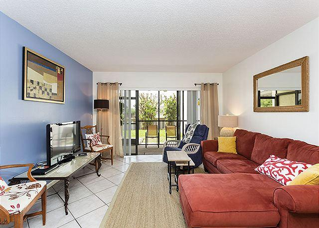 Relax and unwind in our garden view condo - Siesta Dunes Beach 38A, Gulf Side 2 bedrooms, Large Heated Pool, Wifi - Siesta Key - rentals