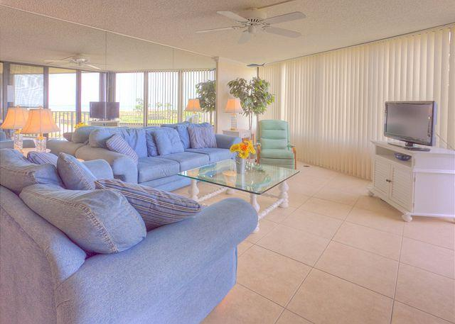 Bring the crew together in our spacious living room - Captains Quarters 218, new HDTV, 2 elevators, pool, grill, Wifi - Saint Augustine - rentals