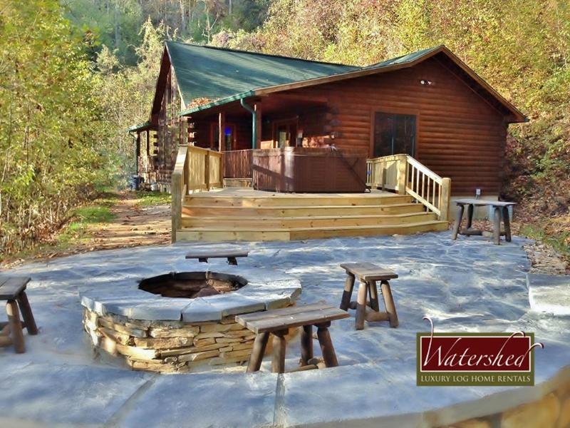 Call of the Wild - Custom patio with hot tub, fire piut - Image 1 - Bryson City - rentals
