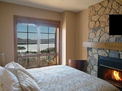 Bedroom with fireplace and amazing views - Luxury Condo - Directly on ski slopes - Equinoxe - Mont Tremblant - rentals