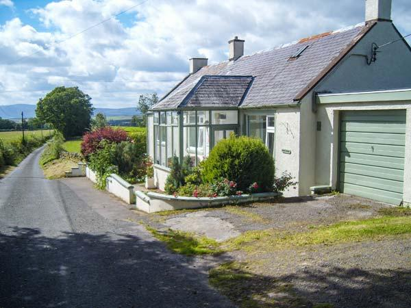 WEST WINDS, pet-friendly, country holiday cottage, with a garden in Torthorwald, Ref 4394 - Image 1 - Dumfries - rentals
