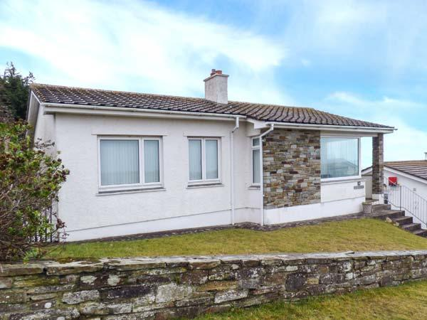 GODOLPHIN, detached bungalow with sea views, open fire, enclosed garden, ideal for surfers, in Polzeath, Ref 918894 - Image 1 - Polzeath - rentals