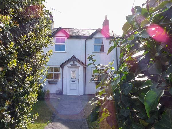 LLYS EIFION, semi-detached, three bedrooms, gardens, opposite owner's hotel, in Talybont, Ref 923185 - Image 1 - Dolgarrog - rentals