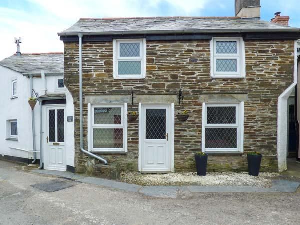 HORSESHOE COTTAGE, 250-year old stone cottage with beams and stone floors, open fire, WiFi, short drive to Port Isaac and Tintagel, in Delabole, Ref 923694 - Image 1 - Delabole - rentals