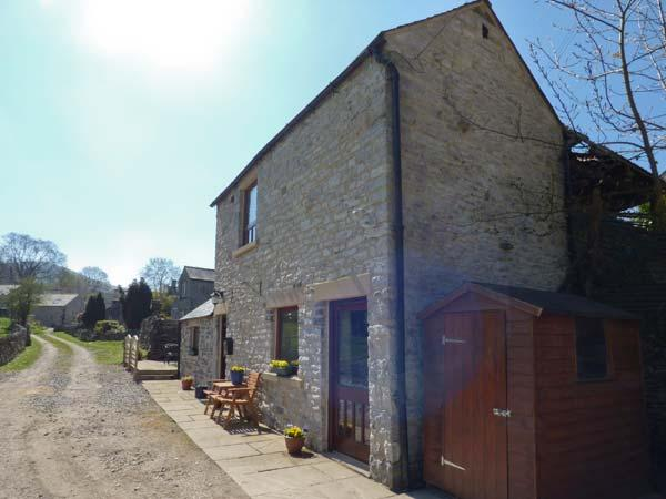 WOODCROFT BARN, detached barn conversion, romantic, WiFi, rural views, in Bradwell, Ref 924122 - Image 1 - Hazlebadge - rentals