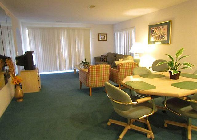 Living Room - Delightful Treasures- 2 Bedroom, 2 Bath Condo with King Size Beds - Branson - rentals