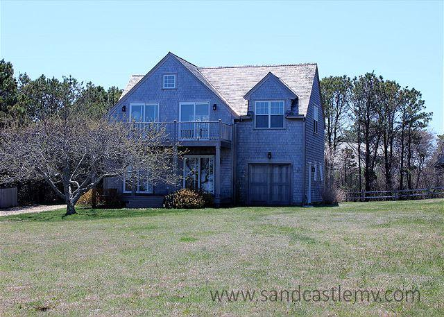 THIS SPACIOUS REVERSE CONTEMPORARY IS THE PERFECT SUMMER GETAWAY - Image 1 - Chappaquiddick - rentals