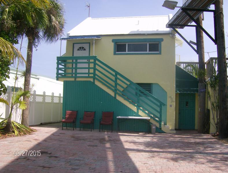 Palm Place - affordable Keys lodging. - Palm Place-Affordable Keys Canalfront w/Huge Deck! - Marathon - rentals