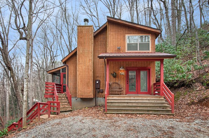 Welcome to Fernbrook Treehouse after the leaves have fallen. - Fernbrook Treehouse - Cozy, Clean, Hot Tub, WiFi - Maggie Valley - rentals