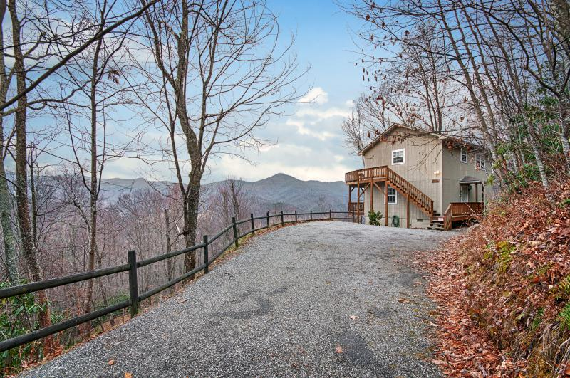 FALCON RIDGE -Great Views, Hot Tub, Fire Pl, Clean - Image 1 - Maggie Valley - rentals
