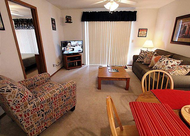 Living Room - Lakeside Laziness- 2 Bedroom, 2 Bath, Pet Friendly Condo near SDC - Branson - rentals