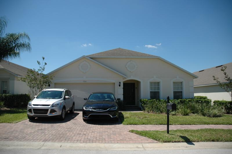 Parking for two large vehicles - Goldensunvilla, Davenport, Gated, Secluded pool - Davenport - rentals