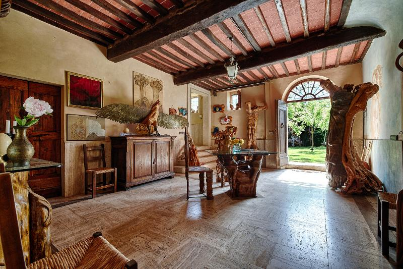 entrance - 4 bedrooms  in a  tower, home of a sculptor - Montepulciano - rentals
