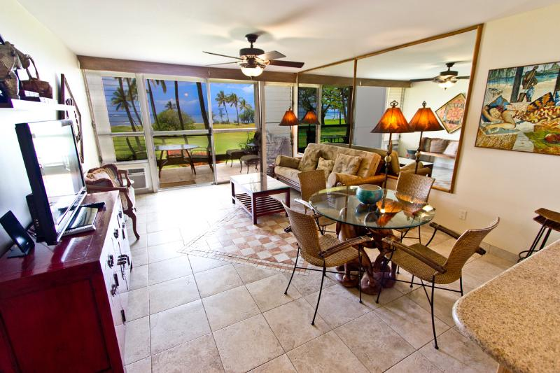Living room - Oceanfront in Mellow 24-unit Condo, Central Kihei - Kihei - rentals