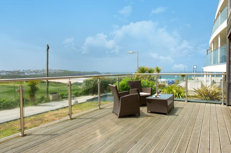 Fistral View, 3 Cribbar located in Newquay, Cornwall - Image 1 - Newquay - rentals