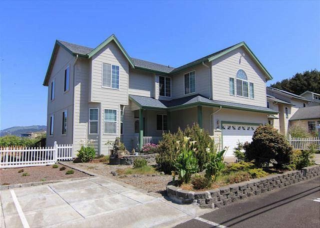 Short Walk to the Beach and the Casino from Ocean Whisper! - Image 1 - Lincoln City - rentals