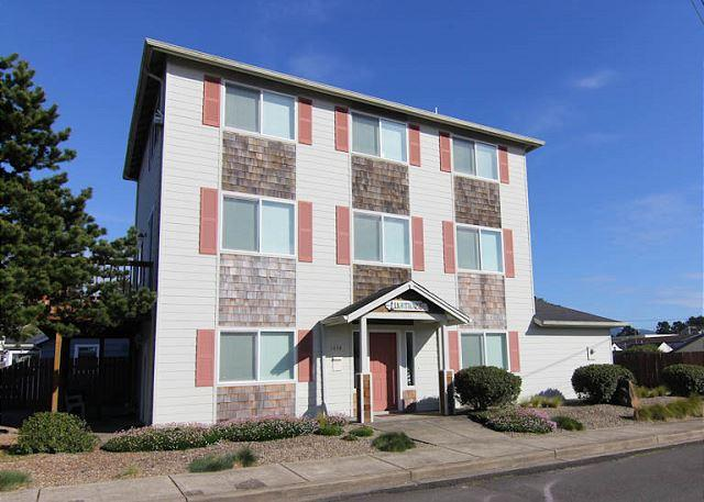 Four Great Luxury Suites, Fun For The Whole Family! - Image 1 - Lincoln City - rentals