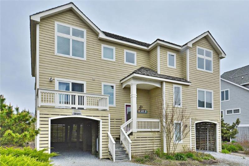 Lovely, spacious 5 bedroom oceanfront home with amazing views! - Image 1 - Cedar Neck - rentals