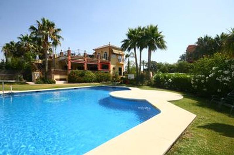 3 bed townhouse, Garden Beach, Estepona - 1719 - Image 1 - Estepona - rentals