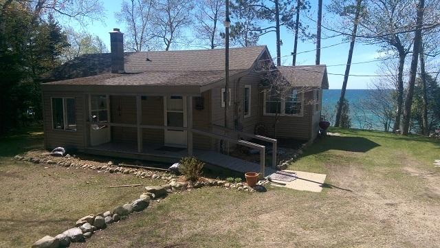Lake Michigan Cottage w/ Bunk House, Private Beach - Image 1 - Manistee - rentals
