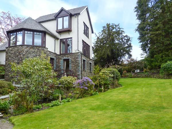 RUSCELLO APARTMENT romantic retreat, close to amenities and Lake Windermere in Bowness Ref 917362 - Image 1 - Bowness-on-Windermere - rentals