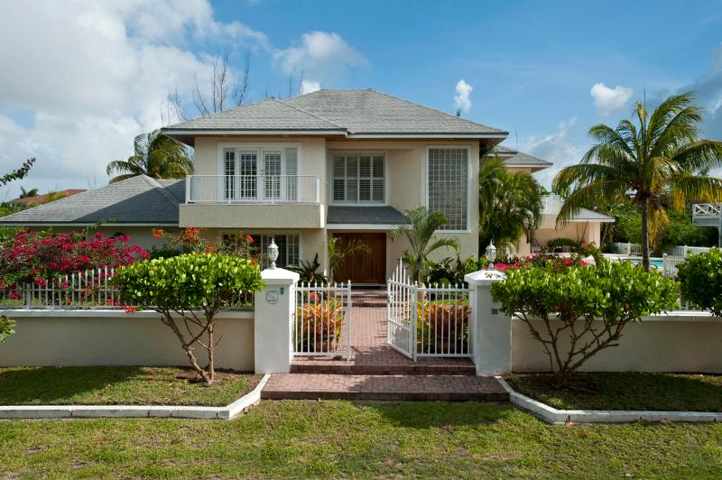 Welcome to Long Island Breeze - Lovely Compound w Pool, Block to Saunders Beach - Nassau - rentals