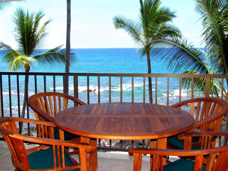 Dining on Lanai for breakfast - Kona Bali Kai , Oceanfront 1 or 2 Bedrm, 2Bath - Kailua-Kona - rentals
