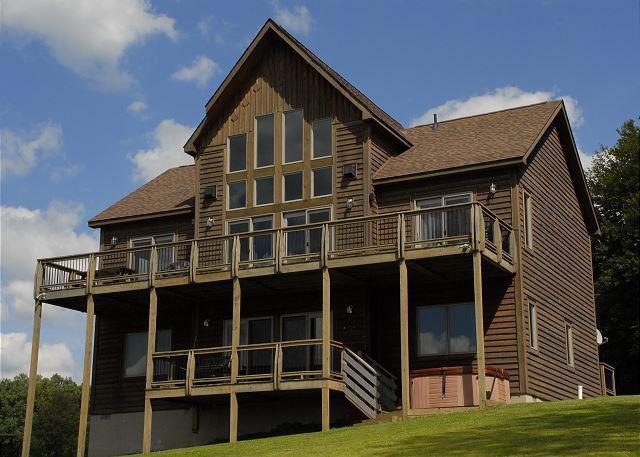 Exterior - Astounding 4 Bedroom Mountain Retreat boasts extraordinary mountain views! - McHenry - rentals