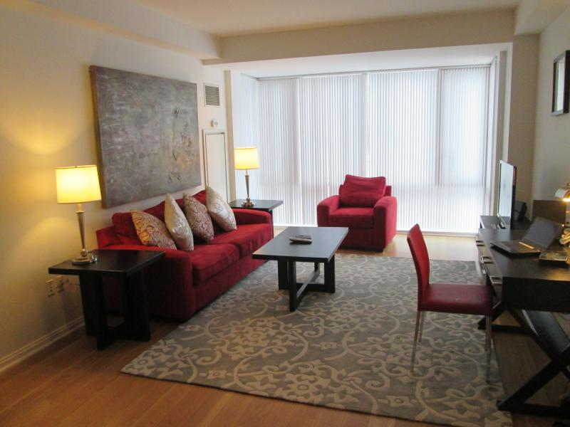 Living room - Lux 2BR Cambridge Apt w/Pool - Cambridge - rentals