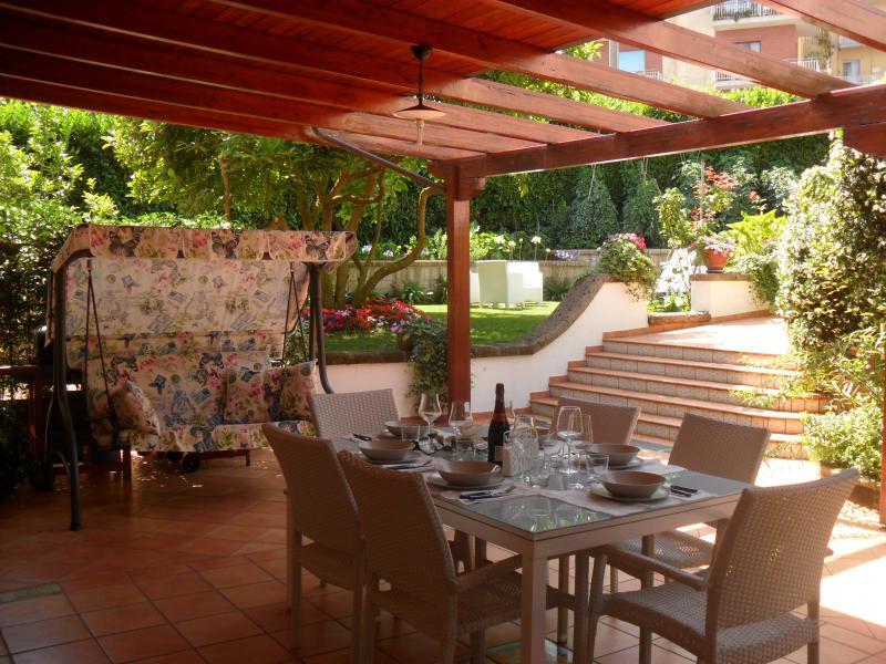 Magnolia House - Image 1 - Massa Lubrense - rentals