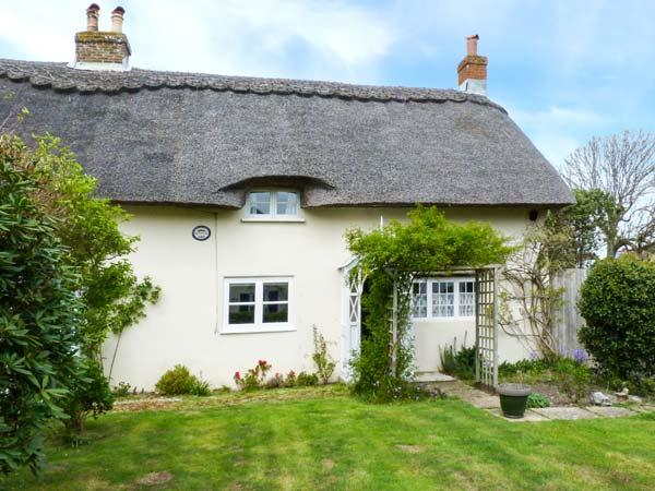 HERVEYS COTTAGE, romantic, character holiday cottage, with a garden in Niton, Isle Of Wight, Ref 1640 - Image 1 - Niton - rentals