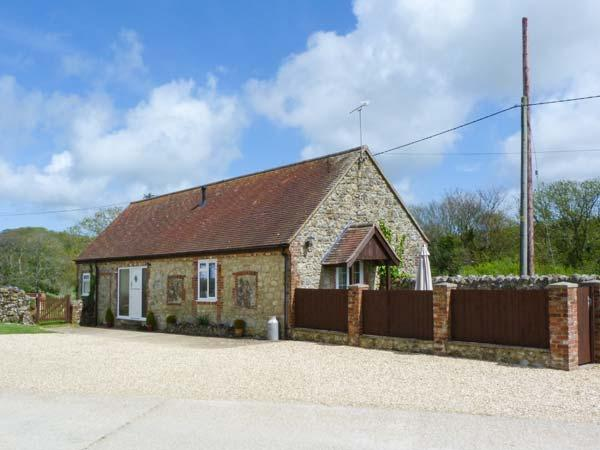 STABLE COTTAGE, ground floor, barn conversion with French doors from sitting room leading to patio, great for mountain biking, Gatcombe, Ref 913108 - Image 1 - Isle of Wight - rentals