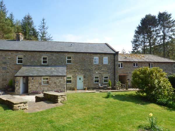 SPENS FARM COTTAGE, WiFi, king-size bed, en-suite, off road parking, near High Bentham, Ref. 920380 - Image 1 - Bentham - rentals