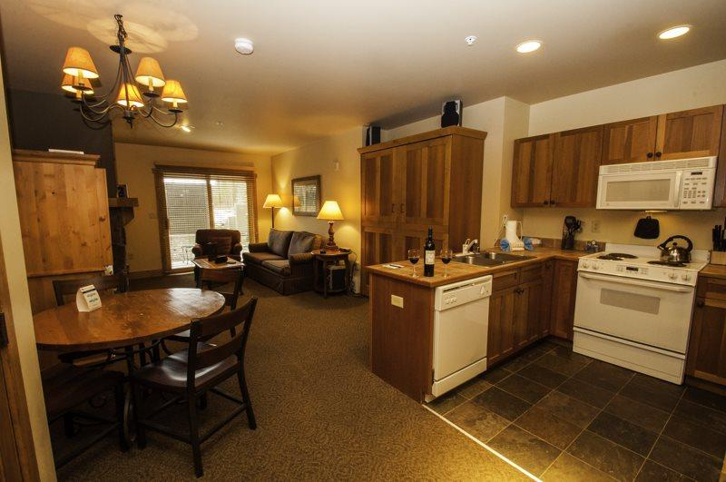 Red Hawk Lodge 2200 - Cozy studio, walk to slopes, on site pool, hot tub, fitness room and pool table! - Image 1 - Keystone - rentals