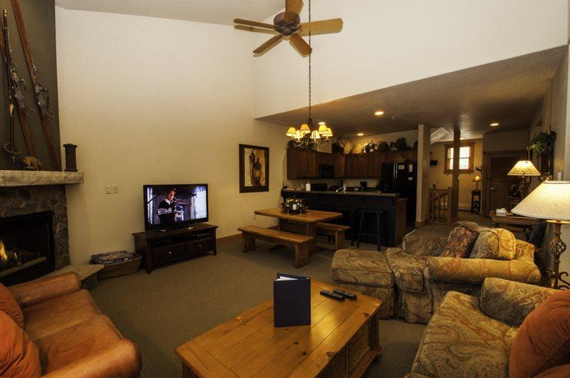 Spacious livingroom - Red Hawk Townhome 2337 - Spacious, three level property with washer/dryer, walk to slopes! - Keystone - rentals