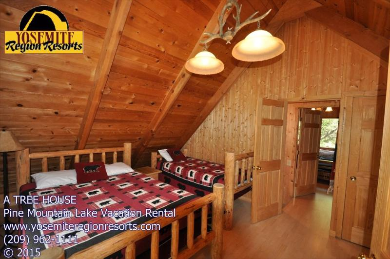 A Tree House, Pet Friendly, Pine Mountain Lake vacation rental, unit 1 lot 235 - PetOK 1/3m> DunnCourtBeach PoolTable 25m> Yosemite - Groveland - rentals