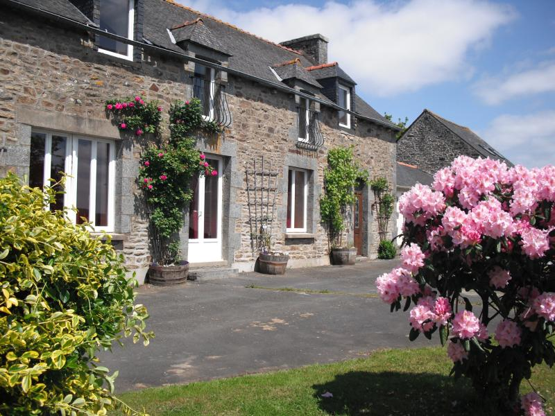 farm house in central brittany - Image 1 - Plessala - rentals