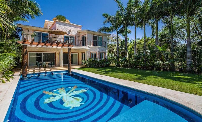 Casa Jaguar - Golf Villa in Quiet Gated Community of Puerto Aventuras! - Image 1 - Puerto Aventuras - rentals